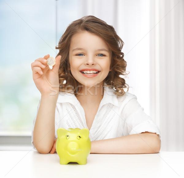 Dziewczyna banku piggy zdjęcie piękna dziewczyna dzieci edukacji Zdjęcia stock © dolgachov