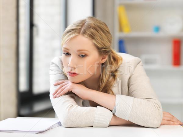 Nudzić zmęczony kobieta za tabeli Zdjęcia stock © dolgachov