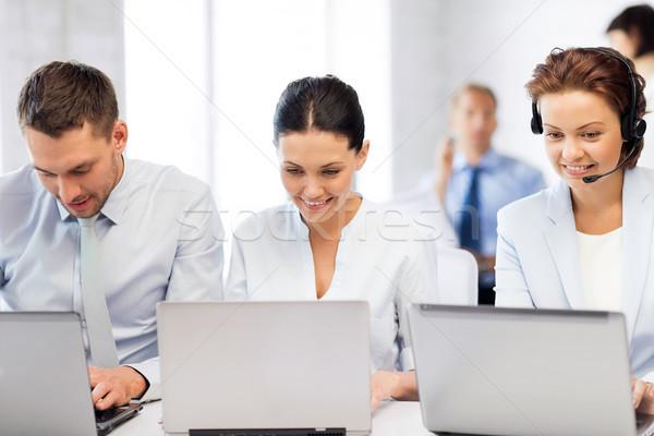 Grupo de personas de trabajo laptops oficina Foto negocios Foto stock © dolgachov