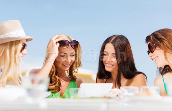 Stok fotoğraf: Kızlar · bakıyor · kafe · yaz · tatil