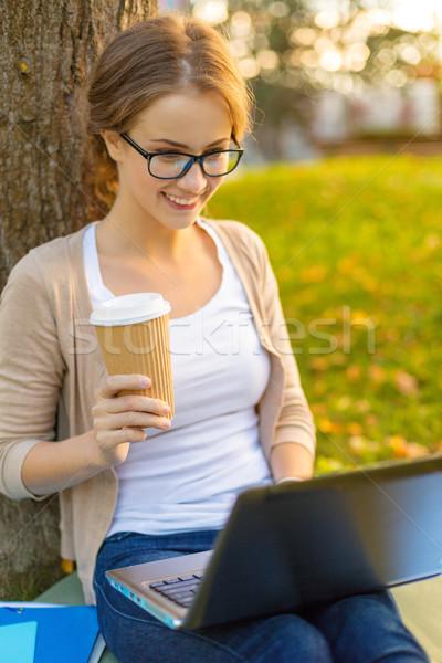 Adolescent lunettes portable café éducation technologie Photo stock © dolgachov