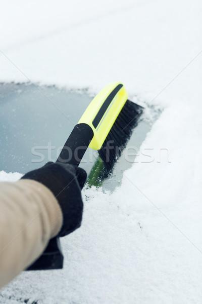 Férfi takarítás hó autó szélvédő ecset Stock fotó © dolgachov