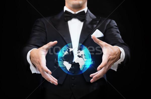 Goochelaar top hoed tonen wereldbol hologram Stockfoto © dolgachov