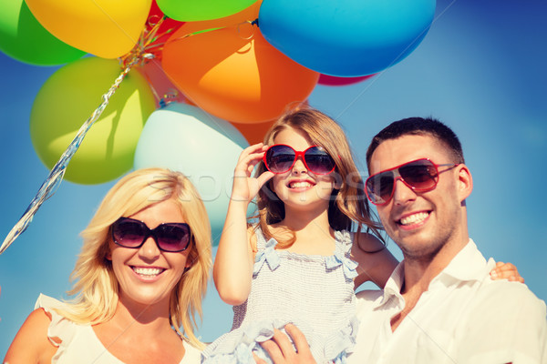 Zdjęcia stock: Szczęśliwą · rodzinę · kolorowy · balony · odkryty · lata · wakacje