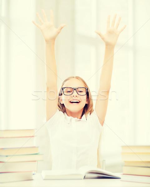 Meisje boeken handen omhoog onderwijs school weinig Stockfoto © dolgachov