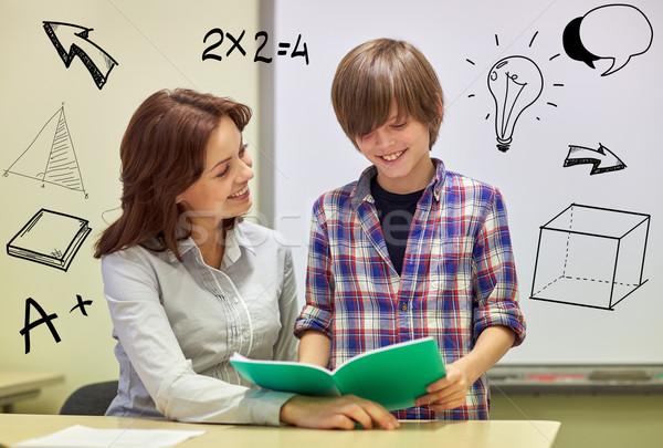 Iskolás fiú notebook tanár osztályterem oktatás általános iskola Stock fotó © dolgachov