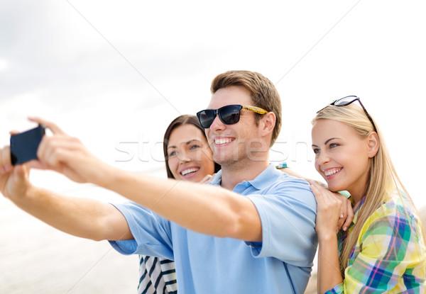 Stock fotó: Csoport · barátok · elvesz · mobiltelefon · nyár · ünnepek