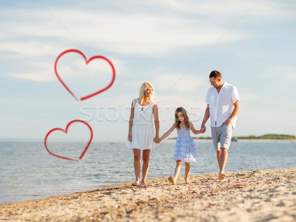 Família feliz caminhada beira-mar verão férias crianças Foto stock © dolgachov