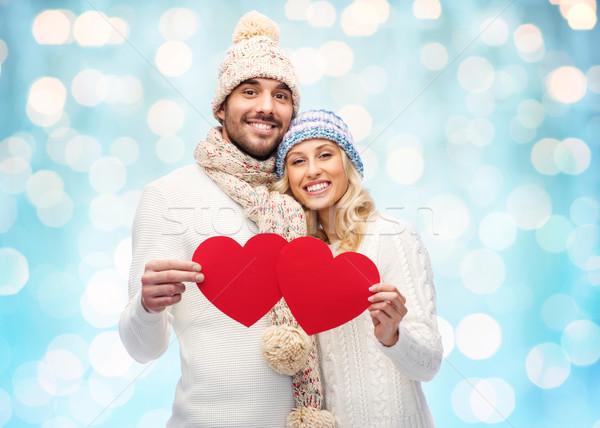Foto stock: Sorridente · casal · inverno · roupa · vermelho · corações