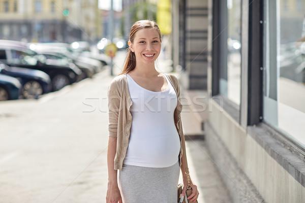 счастливым улыбаясь беременная женщина городской улице беременности материнство Сток-фото © dolgachov