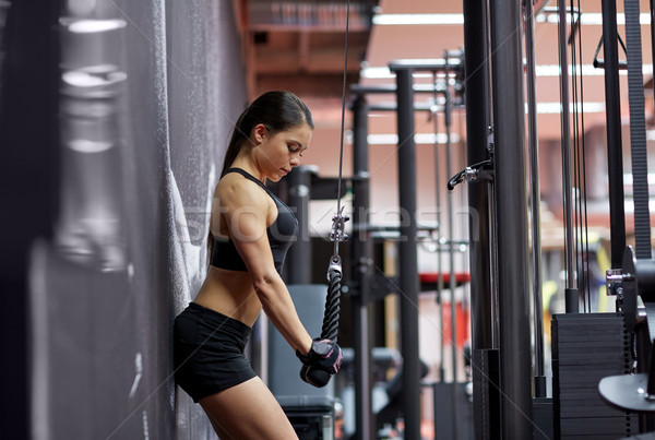 ストックフォト: 女性 · 腕 · 筋肉 · ケーブル · マシン · ジム