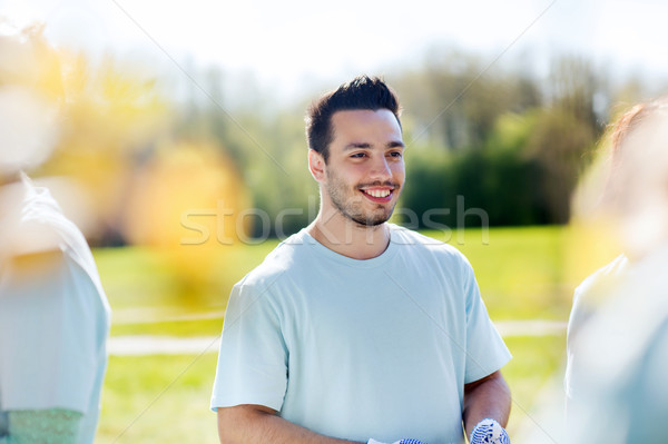 Feliz voluntario hombre parque voluntariado caridad Foto stock © dolgachov