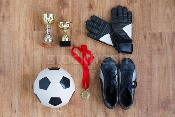 Stockfoto: Bal · voetbal · laarzen · handschoenen · medaille