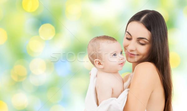 Gelukkig moeder aanbiddelijk baby familie Stockfoto © dolgachov