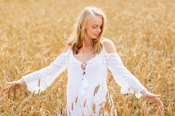 Zâmbitor rochie de culoare alba cereale câmp ţară Imagine de stoc © dolgachov
