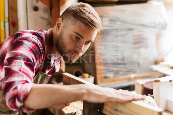 Carpinteiro trabalhando madeira oficina profissão Foto stock © dolgachov
