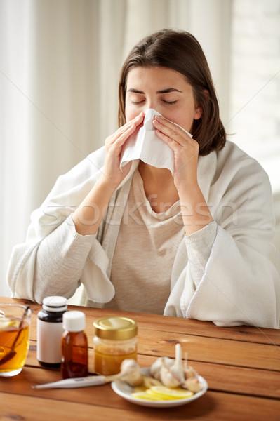 Hasta kadın tıp burun üfleme silme sağlık Stok fotoğraf © dolgachov
