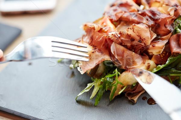 Prosciutto jambon salade nourriture de restaurant dîner Photo stock © dolgachov