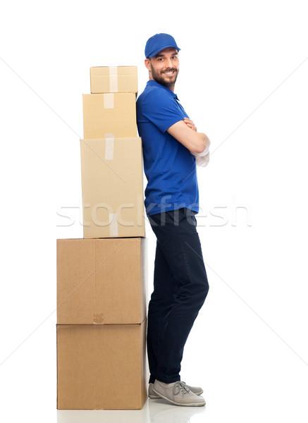 Felice pacchetto scatole consegna servizio Foto d'archivio © dolgachov