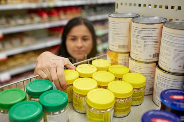 Nő elvesz bögre étel polc élelmiszer Stock fotó © dolgachov