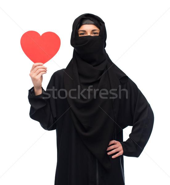 Musulmans femme hijab rouge coeur Photo stock © dolgachov