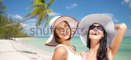 Stockfoto: Glimlachend · vrouwen · eten · ijs · strand · zomer