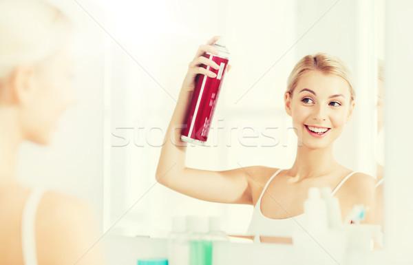 Mulher spray de cabelo cabelo banheiro beleza higiene Foto stock © dolgachov