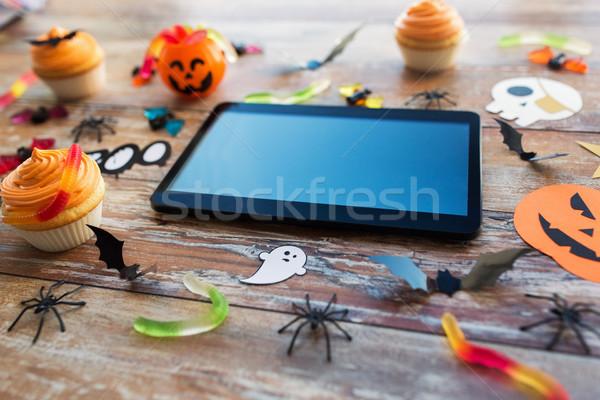 Táblagép halloween buli díszítések csemegék ünnepek Stock fotó © dolgachov