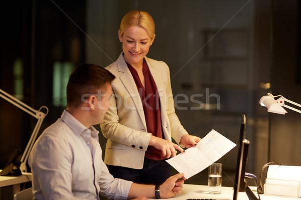 Squadra di affari giornali lavoro tardi ufficio business Foto d'archivio © dolgachov