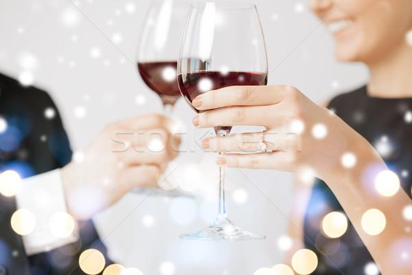 Impegnato Coppia bicchieri di vino amore romance vacanze Foto d'archivio © dolgachov