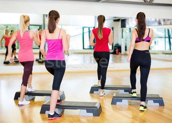 Groep glimlachend mensen aerobics fitness sport Stockfoto © dolgachov