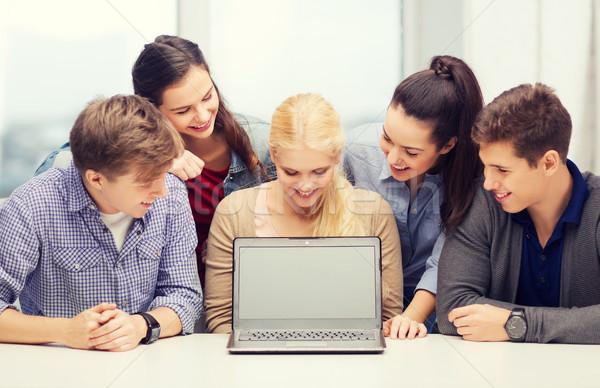 Stockfoto: Glimlachend · studenten · naar · scherm · onderwijs · technologie