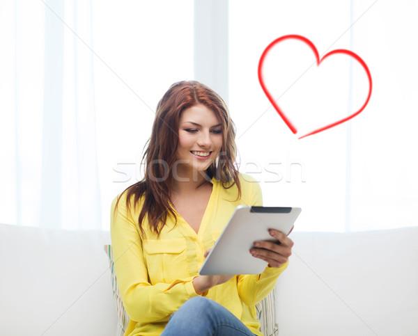 Glimlachende vrouw computer home technologie internet Stockfoto © dolgachov