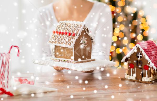 Stockfoto: Vrouw · tonen · peperkoek · huis · koken