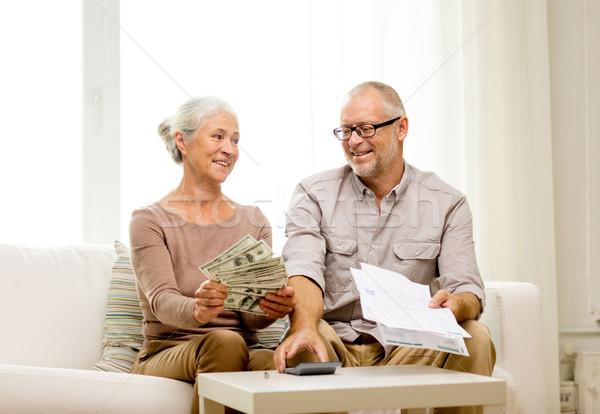 Pareja de ancianos dinero calculadora casa familia negocios Foto stock © dolgachov