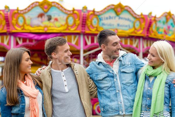 Groep glimlachend vrienden pretpark recreatie vriendschap Stockfoto © dolgachov