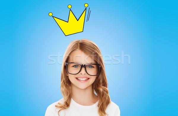 Sorridente little girl óculos coroa educação Foto stock © dolgachov