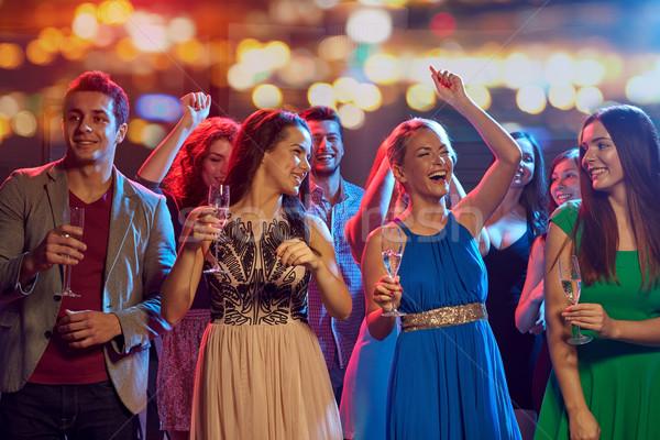 счастливым друзей шампанского танцы ночном клубе вечеринка Сток-фото © dolgachov