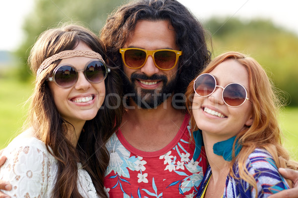 Stock foto: Lächelnd · jungen · Hippie · Freunde · Freien · Natur
