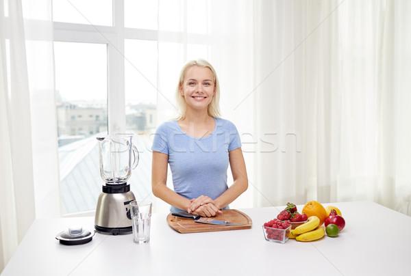 笑顔の女性 ブレンダー 果物 ホーム 健康的な食事 料理 ストックフォト © dolgachov