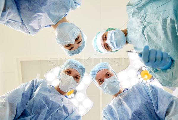 Foto d'archivio: Gruppo · chirurghi · sala · operatoria · ospedale · chirurgia · medicina