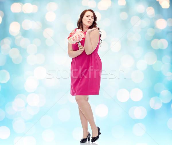 Szczęśliwy młodych plus size kobieta kwiat Zdjęcia stock © dolgachov