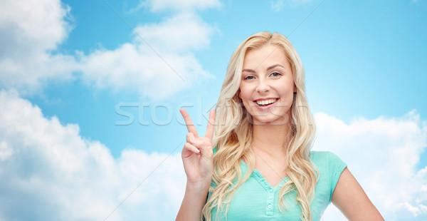 Gülen genç kadın genç kız barış pozitif Stok fotoğraf © dolgachov
