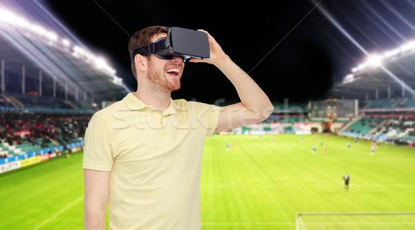 Férfi virtuális valóság headset futballpálya 3D Stock fotó © dolgachov