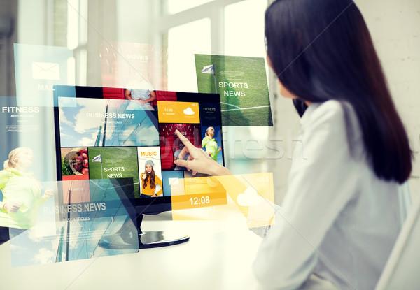 Kadın haber bilgisayar ofis iş adamları Stok fotoğraf © dolgachov