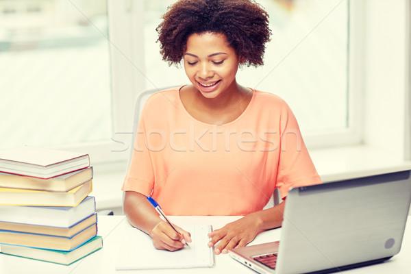Glücklich Frau Laptop home Menschen Stock foto © dolgachov