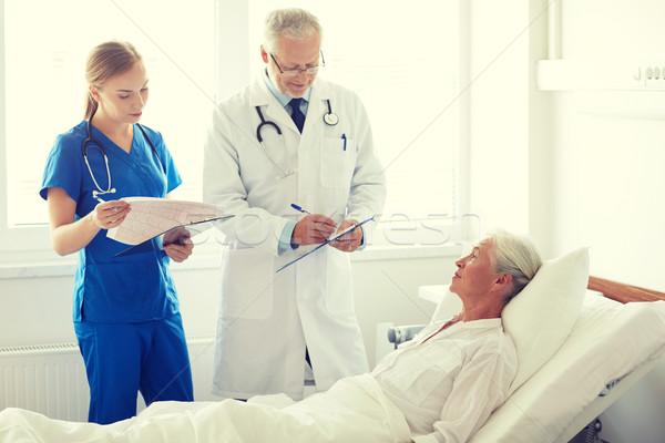 Médico enfermeira senior mulher hospital medicina Foto stock © dolgachov