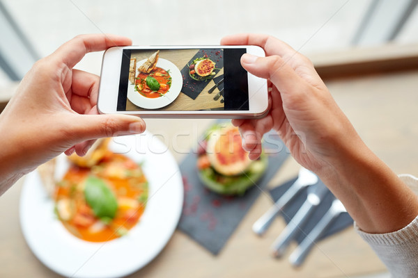 Mains smartphone alimentaire manger technologie for Technologie cuisine
