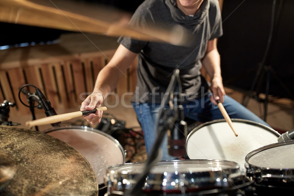 Сток-фото: мужчины · музыканта · играет · барабаны · концерта · музыку