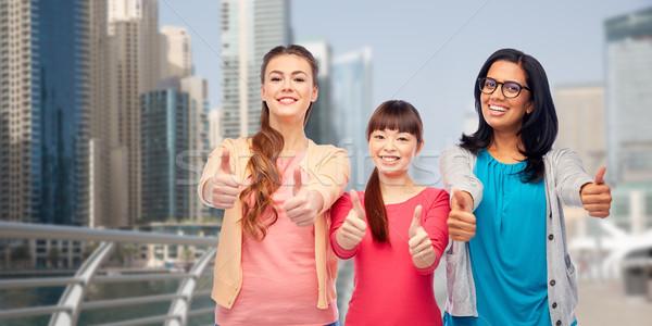 Internationale vrouwen tonen stad reizen Stockfoto © dolgachov